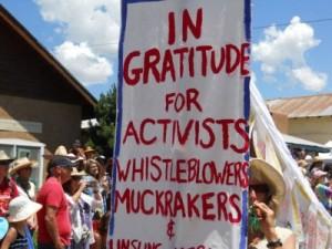 Rolling-Rebellion-Taos-4th-of-July-Parade-gratitude1-e1405261595292